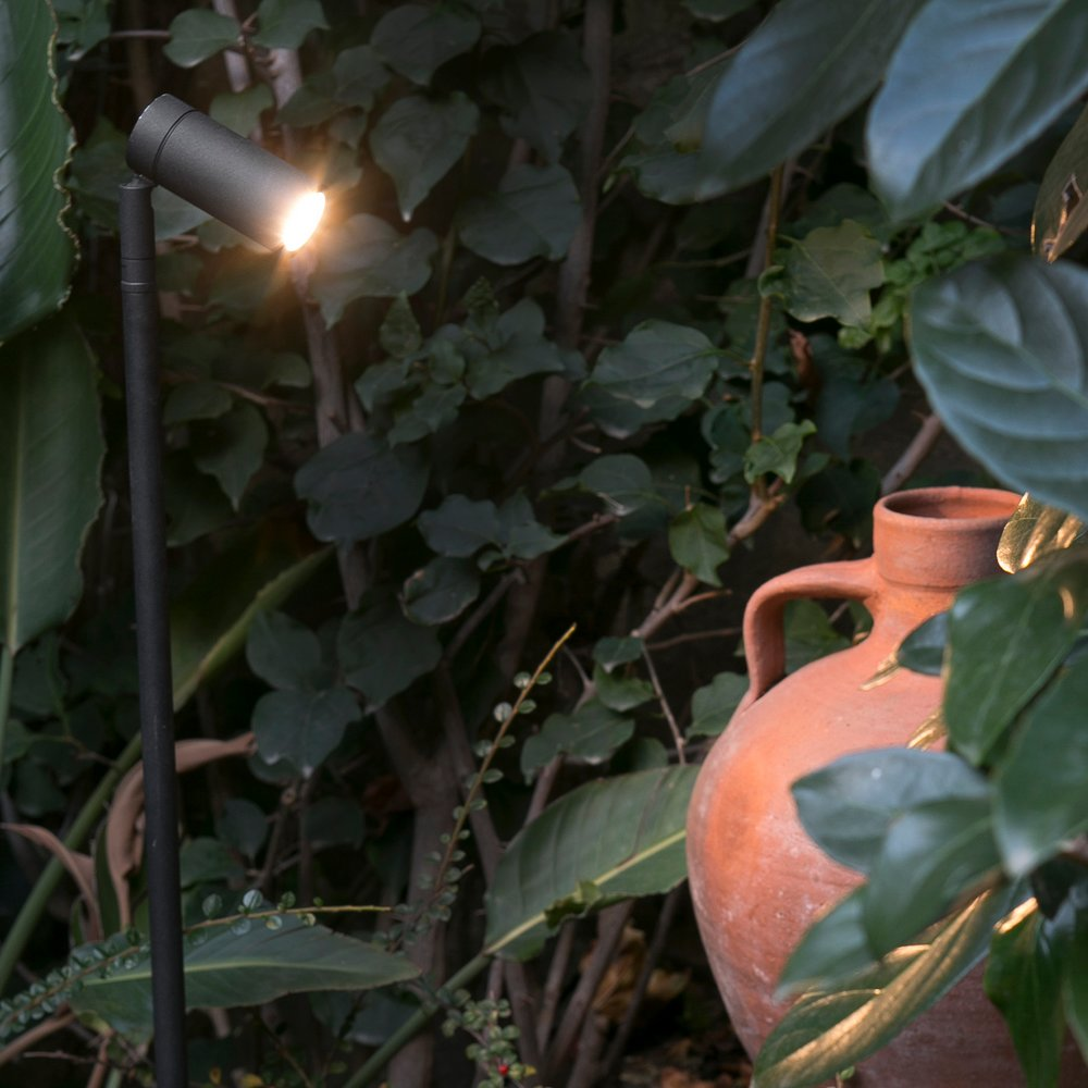 SETH : Projecteur extérieur  noir LED sur pique hauteur 60cm (FARO-70226)